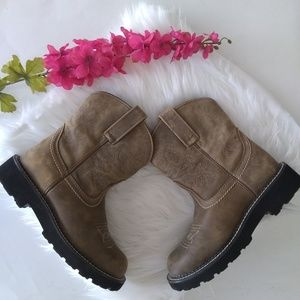 {ARIAT} The Ariat Original Fatbaby Leather Boots